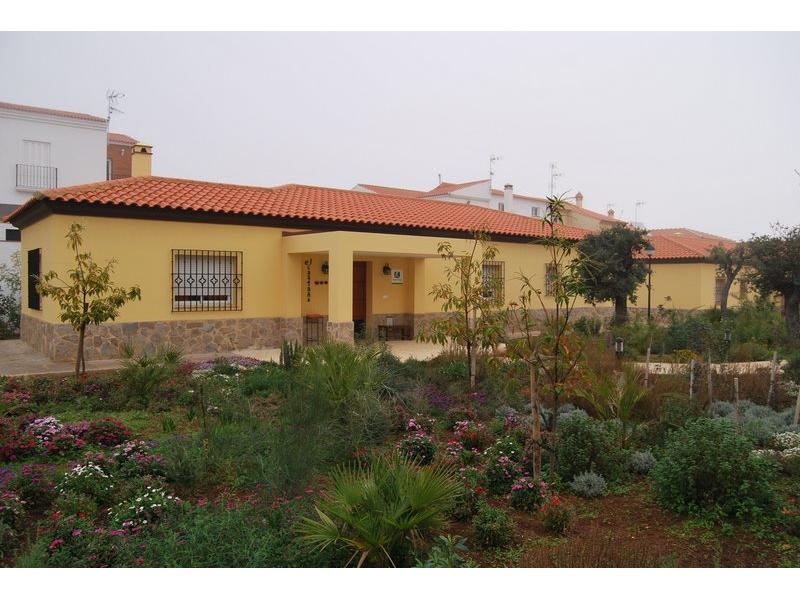 Hotel y casas rurales sierra luz alojamientos sectores infosierra es - Casas rurales grandes ...